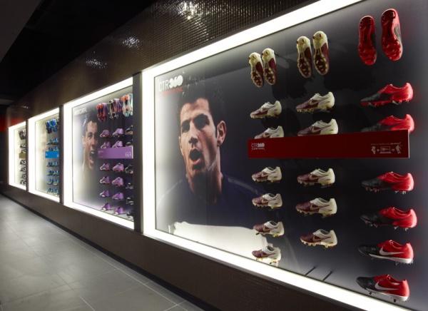 Nike Paris's Boat Room 01