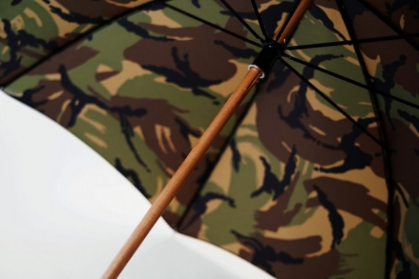 london-undercover-city-gent-british-woodland-camouflage-umbrella-3-620x413