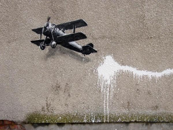 banksy-biplane-loveheart-02