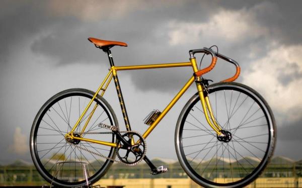 weekendoffender-x-kingston-kustoms-bike-01