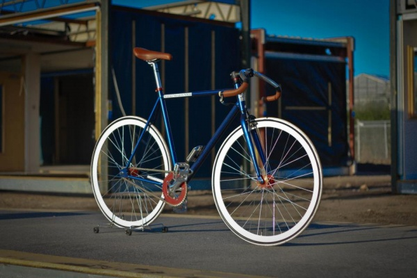 weekendoffender-x-kingston-kustoms-bike-03