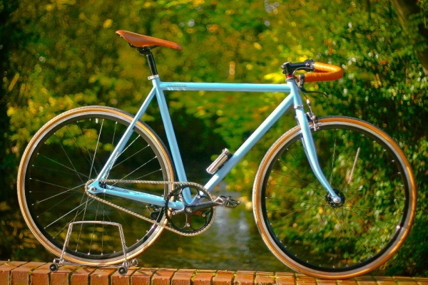 weekendoffender-x-kingston-kustoms-bike-05