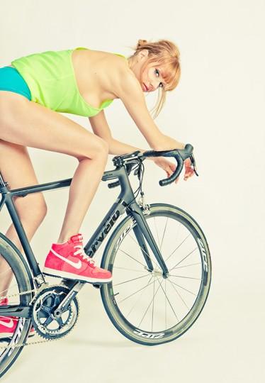 5-road-bicycles-1-woman-sharp-photoshoot-08-374x540