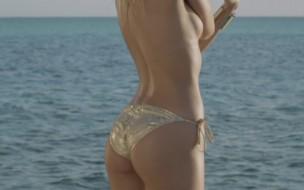 Victoria's-Secret-Swimsuit-2012-Candice-Swanepoel